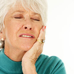 Old women with tooth pain